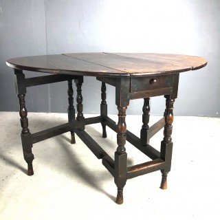 Late 17c oak gate leg table in good original condition