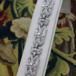 An exquisite Platinum & Diamond Art Deco