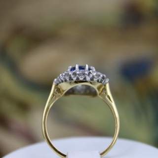 A fine 2.01ct Sapphire and Diamond Cluster Ring mounted in 18ct Yellow Gold & Platinum, Pre-owned.