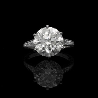 Hancocks 5.07ct Old European Brilliant cut Diamond Ring with tapering diamond-set shoulders