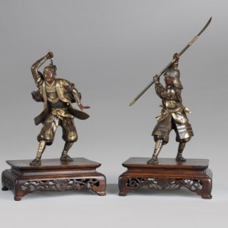JAPANESE PAIR OF BRONZE SAMURAI WARRIORS SIGNED YOSHIMITSU 芳光, MEIJI PERIOD