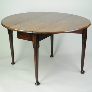 Fine quality figured mahogany oval drop leaf dining table