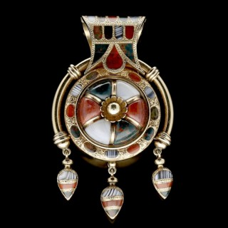 Gold and Scottish Hardstone Bulla-style Opening locket fringed Pendant circa 1870