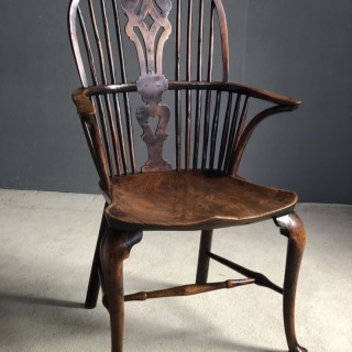 Very good Windsor chair yew wood and cabriole