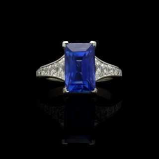 Hancocks 6.61ct  Sapphire and Diamond with French-cut Diamond Shoulders Platinum Ring
