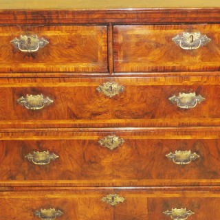 Early 18th Century English Walnut Chest Of Drawers Queen Anne Period