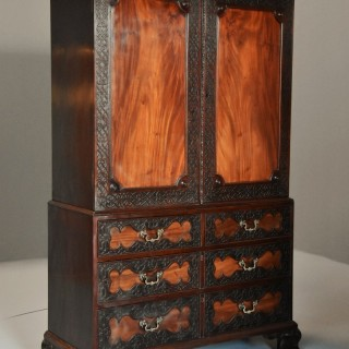 Superb quality mid 19thc mahogany press cupboard in the 18thc style with fine, faded patina