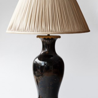 19TH CENTURY CHINESE PORCELAIN BALUSTER VASE CONVERTED TO A LAMP