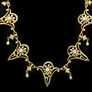 Art Nouveau diamond necklace, circa 1905.