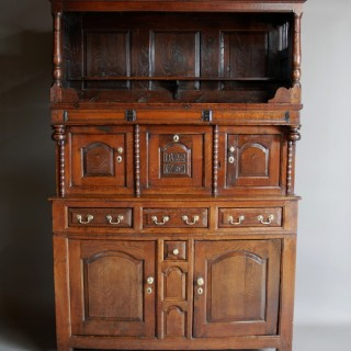 Mid 18th century Welsh oak cwpwrdd tridarn of superb patina