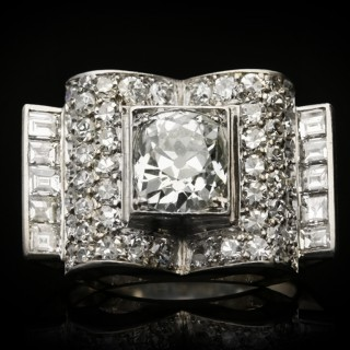 Art Deco diamond cluster ring, circa 1925.