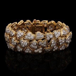 A magnificent vintage 'Entwined diamond hearts' bracelet in 18ct gold and platinum