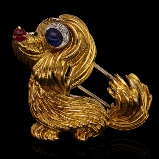 A delightful little dog brooch in 18ct yellow gold with ruby nose and diamond and sapphire eye
