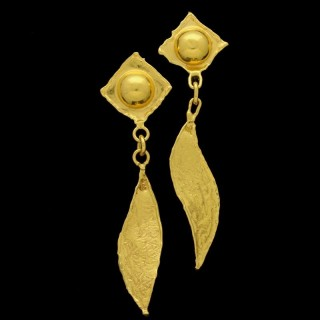 An elegant pair of elongated and articulated drop earrings in 22ct yellow gold with textured finish.c.1970's