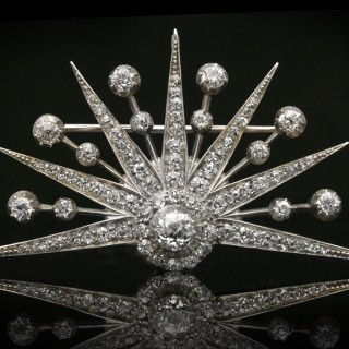 Sunset diamond brooch, circa 1840.