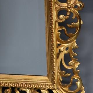 19th century fine quality Florentine carved gilt wood mirror