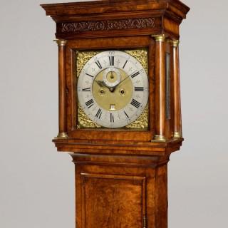 JAMES SNELLING, LONDON. A FINE GEORGE II PERIOD WALNUT LONGCASE CLOCK.