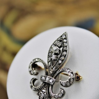 A Victorian Fleur de Lys Diamond Brooch in High Carat Yellow Gold (tested) & Silver tipped. English, Circa 1880.