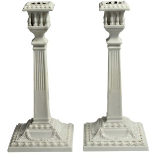 A PAIR OF ROYAL WORCESTER NEO-CLASSICAL CANDLESTICKS