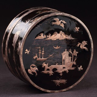 Neapolitan Gold Pique Inlaid Tortoiseshell Snuff Box Finely Decorated with a Grand Tour View of Vesuvius and the Bay of Naples