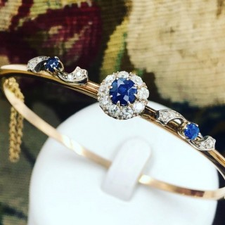A very beautiful 15 Carat Yellow Gold (tested)Sapphire & Diamond half hinged and