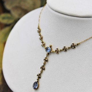 A very fine 15 Carat Yellow Gold, Natural Sapphire & Seed Pearl Necklace, English, Circa 1905