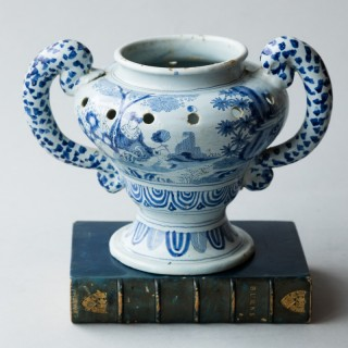 LATE 17TH CENTURY DUTCH DELFT POT POURRI VASE