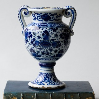 SMALL 18TH CENTURY DUTCH DELFT ALTAR VASE