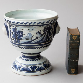 18TH CENTURY FAÏENCE CACHE POT