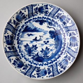 MID 18TH CENTURY CIRCULAR DELFTWARE CHARGER