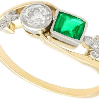 0.30 ct Emerald and 0.22 ct Diamond, 14 ct Yellow Gold Twist Ring - Antique Circa 1920
