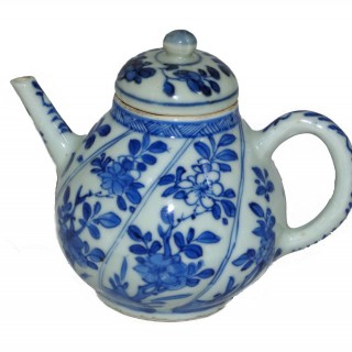Chinese - Kangxi - Blue and White Porcelain Tea pot