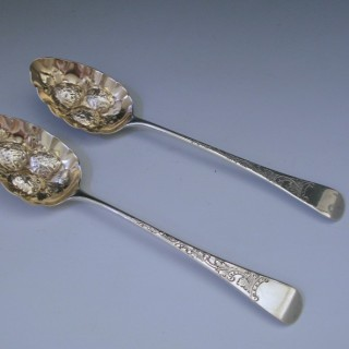 A pair of George III Antique Sterling Silver Berry Spoons, by Thomas Dicks in 1807