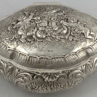 Hallmarked Sterling Silver Box made in 1928 by Thomas Callow and sons of London.