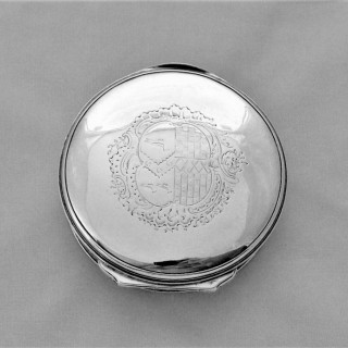 Quality round armorial George II/III silver snuff box London C1760/70 James Phipps