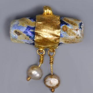 Roman Pendant with Glass and Pearls