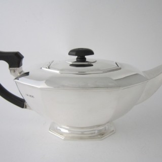 A George VI Sterling silver teapot