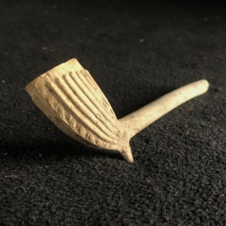 Very early clay pipe 16/17th century from the Moquette collection