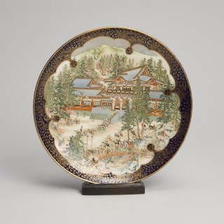 A beautifully painted Japanese Satsuma Kinkozan dish signed Seishu