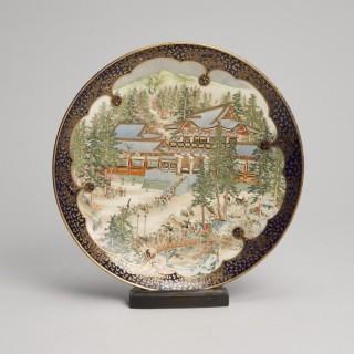 A beautifully painted Japanese Satsuma Kinkozan dish signed Seishu