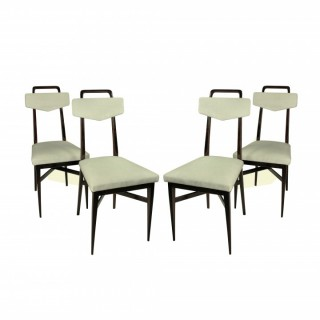A SET OF FOUR MID CENTURY DINING CHAIRS