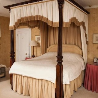 19th century William IV period mahogany four poster bed attributable to Gillows.
