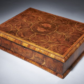 A Fine and Rare Late 17th Century Olive Oyster 'Lace Box' From The Reign Of King William and Queen Mary (1688-1702).
