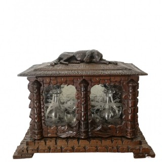 19TH CENTURY BLACK FOREST DOG CAVE À LIQUEUR