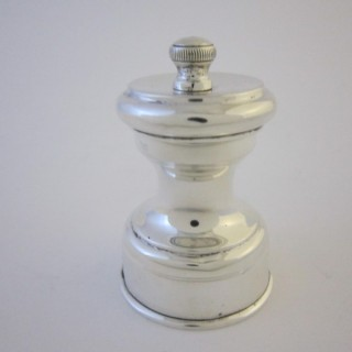 Antique George V Sterling silver pepper grinder
