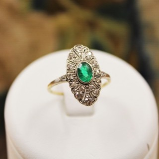 A very fine Oval Emerald & Diamond Plaque Ring mounted in 14ct Yellow Gold & Platinum, Continental, Circa 1920