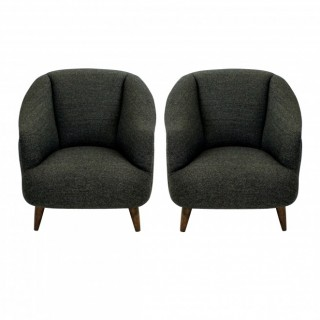A PAIR OF SUPER COMFORTABLE MID-CENTURY LOUNGE CHAIRS