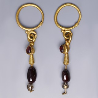 Roman Gold Pendant Earrings with Garnets
