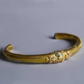 Byzantine Gold Bangle with Crosses and Garnets