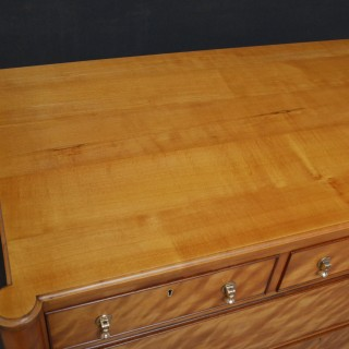 Late 19th Century English Chest of Drawers in Satinwood